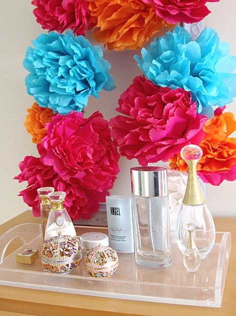 a-square-crepe-paper-flower-wreath.jpg