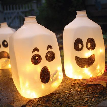 diy-glowing-milk-jug-ghosts.jpg
